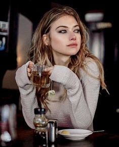 7 Tipps für ein perfektes Sommer-Make-up The Effective Pictures We Offer You About beauty tips for hair A quality picture can tell you many things. Pretty People, Beautiful People, Beautiful Women, Sommer Make Up, Imogen Poots, Photo Portrait, Female Character Inspiration, Style Inspiration, Foto Casual