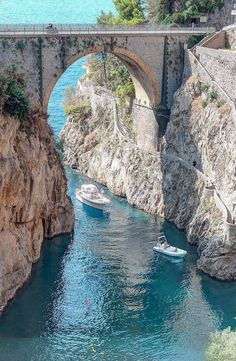 34 Ideas For Travel Italy Amalfi Positano Oh The Places You'll Go, Places To Travel, Places To Visit, Italy Travel, Travel Usa, Agua Natural, Wonderful Places, Beautiful Places, Amalfi Coast Italy