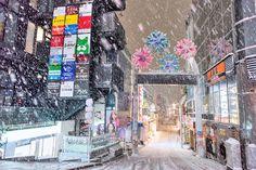 "17.9 k mentions J'aime, 313 commentaires - Harajuku Japan (@tokyofashion) sur Instagram: ""Snowy night in Harajuku - Takeshita Dori!"""