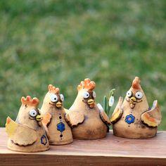 Slepička / kohoutek - zvoneček / Zboží prodejce jits | Fler.cz Ceramics Projects, Clay Projects, Clay Crafts, Wood Crafts, Projects To Try, Cute Clay, Clay Creations, Pottery Art, Puppets