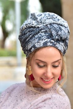 🌷🌹🌻This lovely handcrafted headscarf is an alluring combination of light and dark grey lace fabric with with the option of double-sided. It can be tied in multiple ways.#turban #turbanfashion #turbans #turbansbyrona #turbanstyle #turbanista #turbanistaparis #turbanli #turbanistas #headwrap #headbands #headwraps #hairloss #hairlosssolution #fashionista #fashionblogger #styleinspo #styleinspiration #vintagefashion #40sfashion Black Girls Rock, Black Girl Magic, 40s Fashion, Vintage Fashion, African Head Wraps, Turban Style, New Pins, Lace Fabric, Light In The Dark