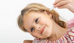 """Bolavé uši skutečně dokážou potrápit. Pulzující bolest, pocity tlaku, šumění vuchu… Jednoduché přírodní prostředky a """"babské rady"""" pomáhají zmírnit bolest acelkově ulehčit průběh těchto potíží."""