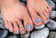 Cool pedi toe nail design..