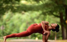 @laurasykora in the #AloYoga Dash Legging #yoga #inspiration