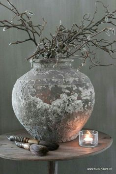 Would be beautiful with pussy willow branches.