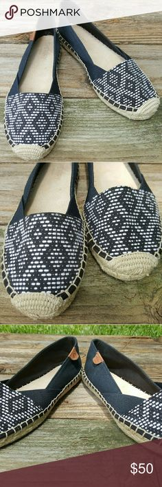 Sperry Top-sider In great condition  Woman's Sperry Top-sider in black with black and white tribal weave fabric upper. Perfect for the Summer! Pair with black or white shorts and a white cotton t-shirt for a simple casual look! Sperry Top-Sider Shoes Flats & Loafers