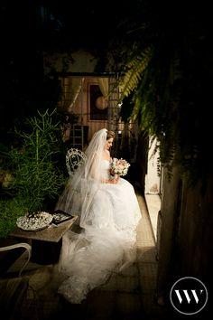 A gente ainda não descobriu como que faz para parar de olhar esta foto! Sério, se descobrir conta pra gente e vem ver mais do casamento da Tamires e do Guilherme:  http://www.valwander.com/blog/tamires-guilherme/ #casamento #somosvalwander #casarembh #fotografiabh #fotografiasemocionantes #Fotografia #noiva