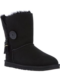 f8267fcab23c6 WGG UGG Boots   Ladies Shoes in 2019   Ugg boots, Ugg winter boots ...
