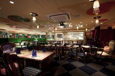«Алиса в стране чудес» – ресторан в Токио