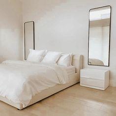 Room Ideas Bedroom, Home Decor Bedroom, Serene Bedroom, Minimalist Room, Minimalist Apartment, Aesthetic Bedroom, My New Room, Room Inspiration, Interior Design