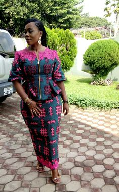 The best collection of 2018 most stylish ankara designs you've been looking for. We have them complete stylish ankara designs 2018 here Ankara Skirt And Blouse, African Maxi Dresses, Ankara Dress Styles, African Fashion Ankara, Latest African Fashion Dresses, African Dresses For Women, African Attire, Blouse Styles, Ankara Tops