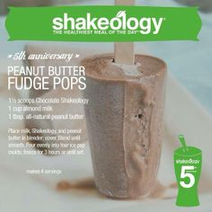Peanut Butter Fudge Pops Shakeology Recipe: scoops Chocolate Shakeology, 1 cup almond milk, and 1 tbsp. all-natural peanut butter. Place milk, Shakeology, and peanut butter in blender; Blend until smooth. Pour evenly into four ice pop. Peanut Butter Fudge, Natural Peanut Butter, Smoothie Proteine, Protein Smoothies, Fruit Smoothies, Healthy Treats, Healthy Recipes, Healthy Breakfasts, Healthy Foods