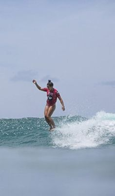 In the words of Kelia Moniz (Surfer and Roxy Model): 'Surfing my home break for an hour with only 3 other girls out is pretty much a dream. And seeing so many Happy girls on the beach makes me smile! I love Waikki & the ROXY #WaikikiClassic'   Check out the Day 1 recap