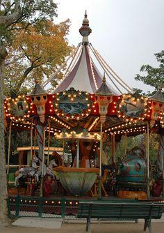 Carrousel Jules-Verne -- Parc de Monceau, Paris ~ 8e Arrondissement