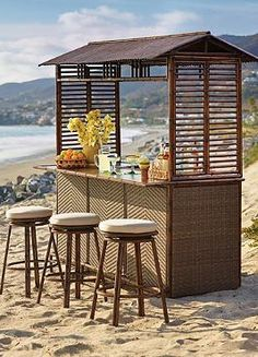 The St. Martin Tiki Bar brings the spirit of a tropical paradise into your outdoor entertaining space and encourages your guests to relax and enjoy your entertaining skills.