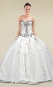 Fairy Tale Princess Wedding Dress. 10 Beautiful Summer Ball Gown Wedding Dresses #Bride #Wedding #Gown #Summer