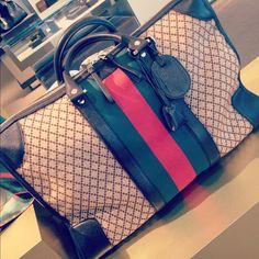 A beautiful Gucci bag!