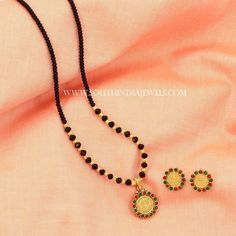 Beautiful small mangalsutra designs for women. Jewelry Design Earrings, Gold Earrings Designs, Gold Jewellery Design, Bead Jewellery, Beaded Jewelry, India Jewelry, Diamond Jewellery, Necklace Designs, Gold Mangalsutra Designs