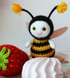 Abeja Amigurumi - Patrón Gratis en Ruso / / Bee Amigurumi Free Russian Pattern