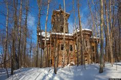 Beautiful Russian houses that have been abandoned.