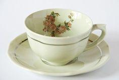 Taza de te finlandesa (Arabia) antigua intervenida (III) Old finish (Arabia) tea cup intervened (III)