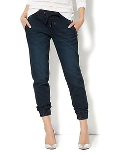 Get Knit Denim Jogger Pant - Great Jones Indigo Wash On Sale today at New York & Company! Get it right now at your nearest store in Delaware. Jogger Pants Outfit Dressy, Denim Jogger Pants, Denim Outfit, Women Joggers Outfit, Fashion Pants, Look Fashion, Cute Pants, Cute Spring Outfits, Joggers Womens