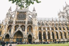 Everything you need to know before visiting Westminster Abbey, including how to get in for free and tips for what to see inside. London Architecture, Gothic Architecture, Places To See, Places Ive Been, Westminster Abbey London, London Calling, London Travel, Great Britain, Barcelona Cathedral