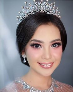 Bridal Hair And Makeup, Bride Makeup, Prom Makeup, Wedding Makeup, Hair Makeup, All Hairstyles, Wedding Hairstyles, Muslimah Wedding Dress, Graduation Hairstyles