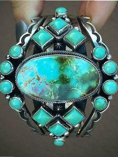 el anillo espejo de las profundidades, permite explorar como si se bucease.