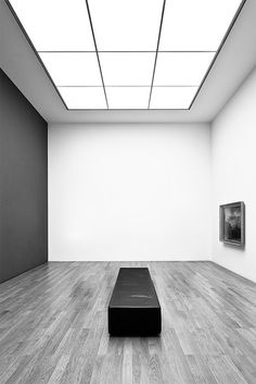MoJoMusing Interior Lighting, Lighting Design, Escape Room Design, Gallery Lighting, Ceiling Light Design, Space Gallery, Art Gallery, Black Ceiling, Photography Exhibition