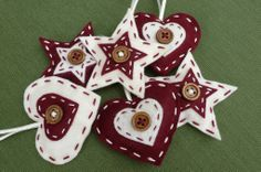 A few more contemporary heart & star felt Christmas decorations for the tree!
