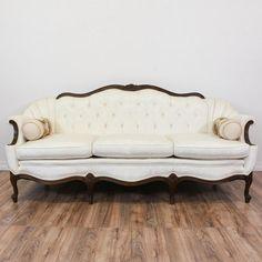25 Amazing Victorian Sofa Ideas For Elegant Living Room - Page 16 of 25 Victorian Couch, Victorian Living Room, Victorian Home Decor, Elegant Living Room, Victorian Furniture, Living Room Modern, Living Room Sofa, Vintage Furniture, Living Room Designs