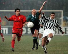 Demetrio Albertini (AC Milan, + 293 apps, 21 goals) and Zinedine Zidane (Juventus FC, 151 apps, 24 goals). Zinedine Zidane, Juventus Fc, Football Icon, Football Soccer, Ac Milan, Cult, Steven Gerrard, Chelsea Fc, Tottenham Hotspur