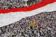 Über 50000 Muslime demonstrierten in Jakarta gegen das Stadtoberhaupt. (Bild: Beawiharta/Reuters)