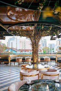 Design Bar Restaurant, Deco Restaurant, Luxury Restaurant, Rooftop Restaurant, Rooftop Bar, Cocktail Restaurant, Coffee Shop Interior Design, Coffee Shop Design, Cafe Design
