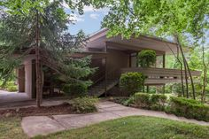 Retro house for sale: James Taylor's midcentury modern home in Chapel Hill, North Carolina, USA Mid Century Decor, Mid Century House, Mid Century Modern Design, Modern House Design, Chapel Hill North Carolina, Modern Properties, Cecile, Celebrity Houses, Modern Exterior