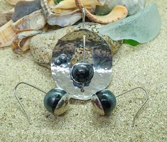 Earrings and pendant in sterling silver and lampwork beads. Black and sparkle Lampwork Beads, Glass Beads, Sparkle, Sterling Silver, Pendant, Earrings, Handmade, Accessories, Black
