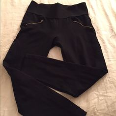 Zara thick black leggings Stylish Zara thick black leggings. Zipper pocket details (fake pockets). Material has stretch to it. Worn a few times, in excellent condition. Looks great with a pair of knee high boots or riding boots! Zara Pants Leggings