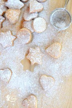 Biscuiti bretoni cu unt via Recipe Maker, Biscotti, Sweet Recipes, Homemade, Cookies, Unt, Sweet Stuff, Christmas Ideas, Instagram