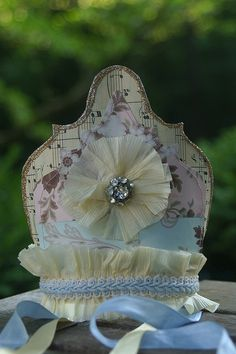 This pretty petite crown was handmade by freckledfarm and can be seen on freckledfarm's photstream.