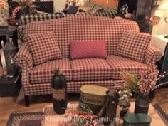 Country Sofas, Country Living, New England Homes, Primitive Furniture, American Decor, Early American, Primitives, Couch, Living Room