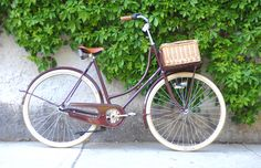 Craighton Pick-Up Oma by Achielle Bicycles (I don't think this is available in Chicago.)