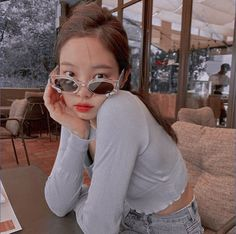 an edit of 𝙅𝙚𝙣𝙣𝙞𝙚 from 𝐁𝐋𝐀𝐂𝐊𝐏𝐈𝐍𝐊 ︴©𝘮𝘭𝘭𝘬𝘺𝘴𝘩𝘢𝘬𝘦 on 𝐏𝐢𝐧𝐭𝐞𝐫𝐞𝐬𝐭 Angel Aesthetic, Kpop Aesthetic, Aesthetic Photo, Aesthetic Girl, Kpop Girl Groups, Korean Girl Groups, Kpop Girls, Kim Jennie, K Pop