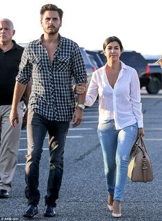 Kourtney Kardashian and Scott Disick look blissfully happy on stroll Kourtney Kardashian, Kardashian Style, Kardashian Jenner, Kardashian Fashion, Scott Disick Style, Scott Disick And Kourtney, Cool Outfits, Casual Outfits, Men Casual