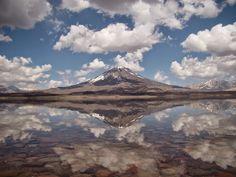 Volcán Maipo y laguna del Diamante, Mendoza, Ruta 40, Argentina