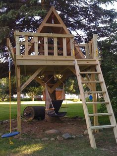 Treehouse | Love this. Ladder needs to be a safer version + add rockwall