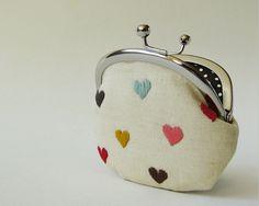 OKTAK-multi-color-hearts-on-linen-coin-purse (by naomemandeflores)