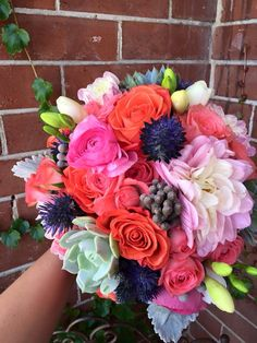 How amazing and bright is this bouquet?! A Willow favorite for sure! ❤️
