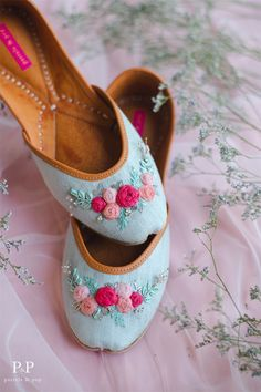 If there is a jutti fit for a princess, it would be the Floral Tiara. This pair is artisanal excellence at its finest. Walk in style in this beautiful designer jutti thats double cushioned in sole for a super comfortable fit! Bridal Sandals, Bridal Shoes, Wedding Shoes, Bridal Footwear, Indian Shoes, Shoes Flats Sandals, Flat Shoes, Shoe Collection, Me Too Shoes