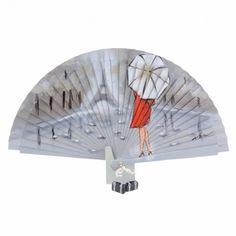 Abanico de diseño vintage madera gris con escena de dama vestida de rojo y paraguas con torre Eiffel de fondo. Pintado a mano por un artesano valenciano y firmado. Detalle de pequeños abalorios Vintage Umbrella, Covered Bridges, Baby Bibs, Hand Fan, Body Painting, Animals, Accessories, Tents, Barbie